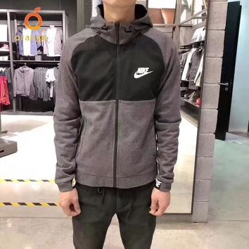 Early spring new men and women with hooded windbreaker jacket