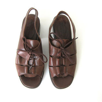Vintage brown leather tie sandals. chunky heels + strappy sandals. Gladiator leather shoes. size 7 made in Brazil