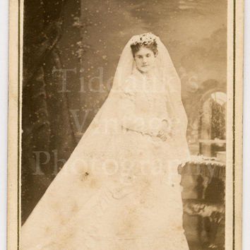 CDV Carte de Visite Photo - Victorian Bride in Wedding Dress (Very Good Annotation on Rear) 1869 - Lewis of Douglas, Isle of Man UK