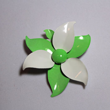 Vintage Green and White Flower Brooch and Clip on Earring set enamel ladies costume jewelry summer style