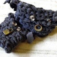 Dve Booki Grey Monster Couple in Crochet by Linandara
