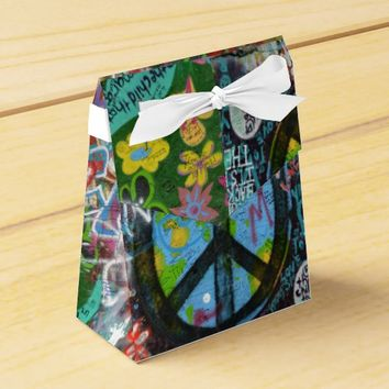 Live Upside Down Peace Sign Wall Favor Box
