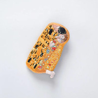 Embroidered handmade brooch, Gustav Klimt The Kiss, hand embroidery, art jewellery, famous artist, golden brooch, famous paiter painting