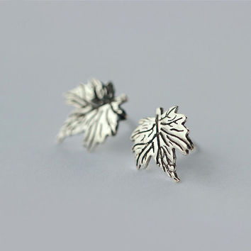 Silver Maple Leaf Earrings, Sterling Silver Leaf Earrings,Cute earrings,Maple Leaf stud earrings,gift for her,simple earrings,Leaf jewelry