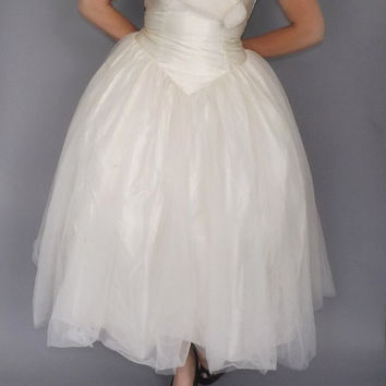 Size 14 Mama Mia! 90's Wedding Dress Chiffon Gown Cupcake Ballgown Princess Masquerade 1950s Prom Dress Cinderella Ball gown Large Tulle