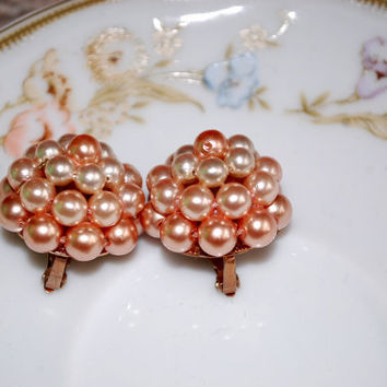Mid Century / Dusty Rose Faux Pearl Clip ons / Copper Back Earrings / Pink Pearl Cluster / Rockabilly / Retro / 1950 Vintage costume jewelry