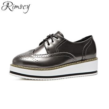 Rimocy patent leather high platform brogue shoes women lace up british style Oxfords Flats comfortable ladies casual shoes 2017