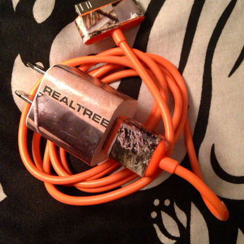 iPhone 4/4s Realtree camo charger with orange cord