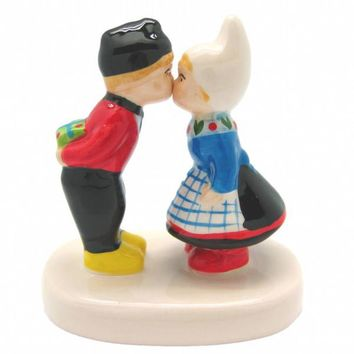 Collectible Figurine Dutch Kissing Couple
