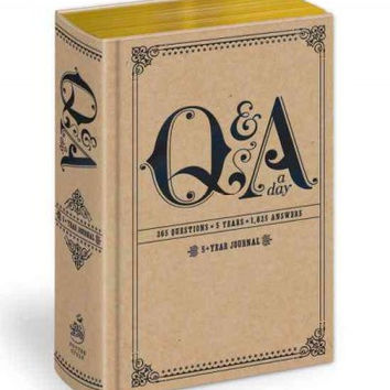 Q & a a Day: 5-year Journal