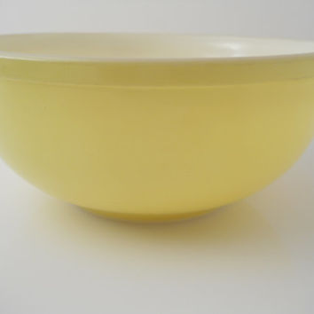 Pyrex Primary Colors Yellow 4 Quart Mixing Bowl
