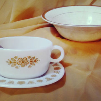 Livingware Line by Corelle / 1970s / Vintage Pyrex Butterfly Gold Gravy Boat and Dish set