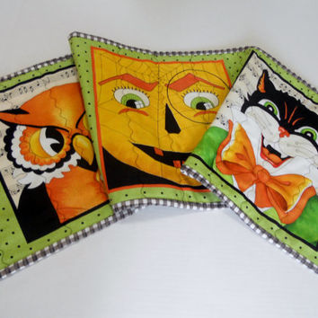 Halloween Quilted Table Runner Pumpkin Owls Black Cat Skeleton Reversible