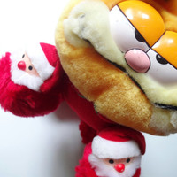 Vintage Garfield in Santa Slippers Stuffed Animal 1981
