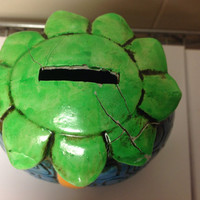 70s Turtle Piggy bank.  Few cracks on top as shown. No plug for bottom, cute for 70s collector .