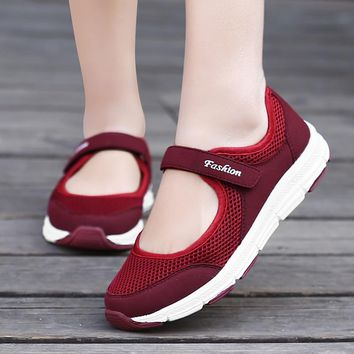 Light Breathable Women Sneakers Year old Healthy Mesh Flats Antislip Mother Girls Waking Moccasins Ladies Sports Running Shoes
