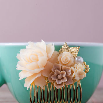 Ivory Rose Flower Gold Flower Hair Comb. Large Rose Vintage Gold Hair Piece. Gold Wedding. Bridesmaids Gifts. Gold and Ivory Wedding.
