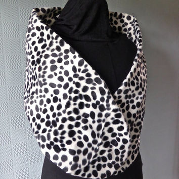 Cruella de ville style stole, wrap, shawl for Halloween or fancy dress costume Dalmation print faux fur