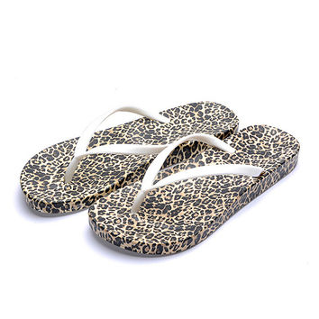 New Korean Version of Flat Flip Flop Womens Sandals Online in Casual Summer Style & Gold Leopard Print Design