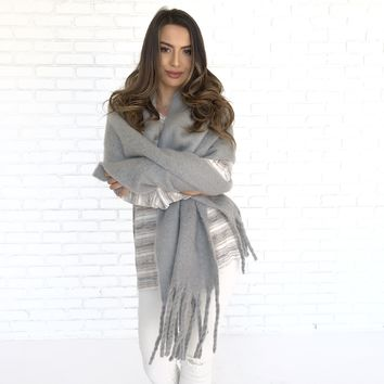 A Cloudy Day Cashmere Oversized Scarf in Grey
