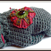 crocheted mittens with felt flower