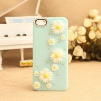 Bestgoods — Nice Sky Blue Little Daisy Rhinestone Hard Cover Case For Iphone 4/4s/5
