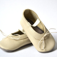 Handmade soft sole leather baby shoes / Baby girl mary jane shoes / Baby girl ballet flats / Beige ivory baby girl shoes.
