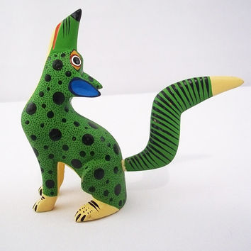 A140 green howling wolf alebrije oaxacan wood carving handcrafted mexican folk art