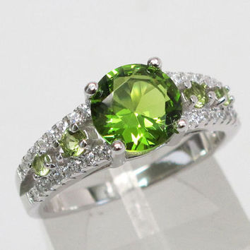 Luxurious 2 CT Peridot Round Cut Sterling Silver Friendship Engagement Love Ring