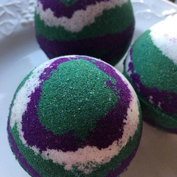 Blackberry shea butter bath bomb