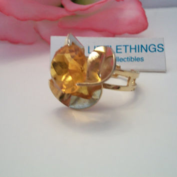 Vintage Sarah Coventry Huge Goldtone Amber Stone Pinwheel Ring