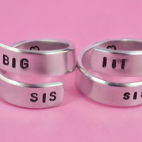 BIG SIS / lil sis  - Spiral Ring Set, Hand stamped, Shiny Aluminum, Forever Love, Friendship, Arial Font Version