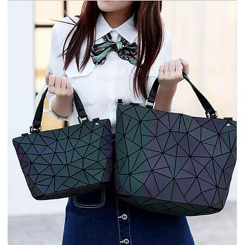 Kisumater 2017 Luminous Bag Women Geometry lattic Totes female Handbag PU Casual hologram handbag Noctilucent Free Shipping