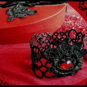 Handmade black and red stiffened lace bracelet