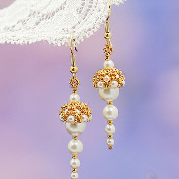 ON SALE Gold earrings. Wedding earrings. White pearl earrings. Fashion jewelry. Handmade jewelry. Beadwork earrings. Swarovski earrings. See