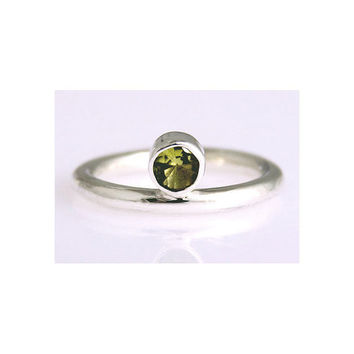 Peridot Silver Ring size 4 5 6 7 8 9 10 11 12 13 by aboutjewelry