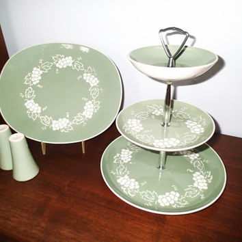 Harkerware HAR108 white grapes green leaves serving pieces. 3 tiered fruit dip tid bit tray, oval platter, salt and pepper