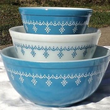 3 Pc. Vintage Pyrex Glass Starburst Snowflake Blue Garland Mixing Bowl Set