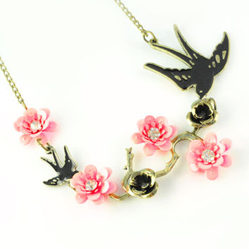 Swift Blossom Necklace