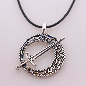 Dark Souls 3 Blade of the Dark Moon Pendant Covenant Dark Souls 3 Sword Pendant Necklace Leather Rope Game Steampunk Jewelry