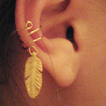 Light As A Feather Ear Cuff by Artistieke on Etsy
