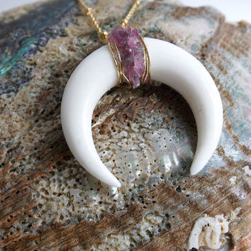 Halv Moon Necklace - Talisman Da Sorte - Raw Pink Tourmaline Crystals - Crescent Goddess Moon, Double Horn,Tribal Pendant