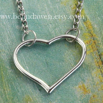 Delicate simple everyday silver heart pendant necklace, bridesmaid jewelry, bridesmaid gift