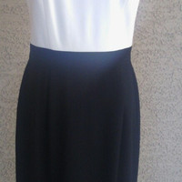 Ann Taylor dress sz 12  - Classic style - black and white - sleeveless - polyester and acetate - kick pleat slit - bows - zip back