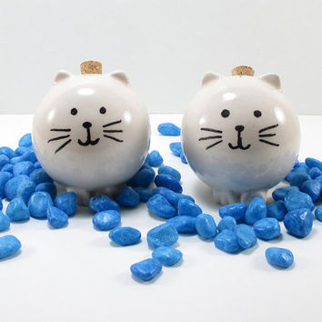 Ceramic salt & peper shakers, cat pottery shakers, cat lovers gift, cat shakers, cat handmade shakers, ceramic cat shakers