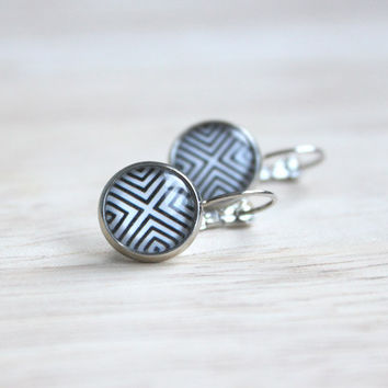 Geometrical // silver cabochon earrings - black and white - 14 mm - minimalist earrings - modern jewelry