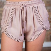 Take It Breezy Shorts Taupe