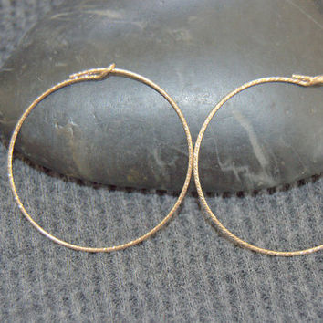 small gold hoop earrings, gold sparkle wire hoop earrings, minimalist earrings, 30 mm hoops, thin hoop earrings, gold hoops, small hoops