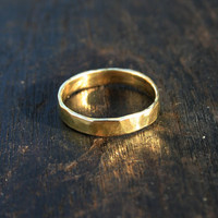 18k gold ring. 18k yellow gold ring. Solid gold ring. Solid gold wedding band. Hammered gold ring. Rustic, organic gold band ring. Jewelry