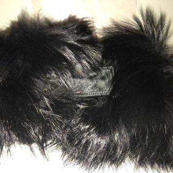 DCCKWA2 Amazing New GUCCI Black fox fur and cavallino scarf with dustbag.